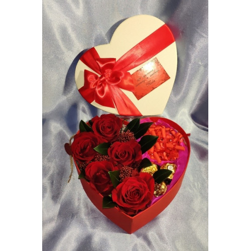Подарок с конфетами, цветами, причинами и фото