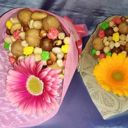 Ореховый букет с цветами