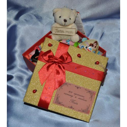 Коробочка с мишкой и конфетами