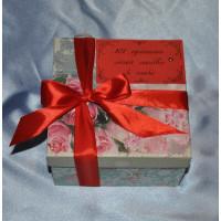 Подарок с игрушкой и конфетами